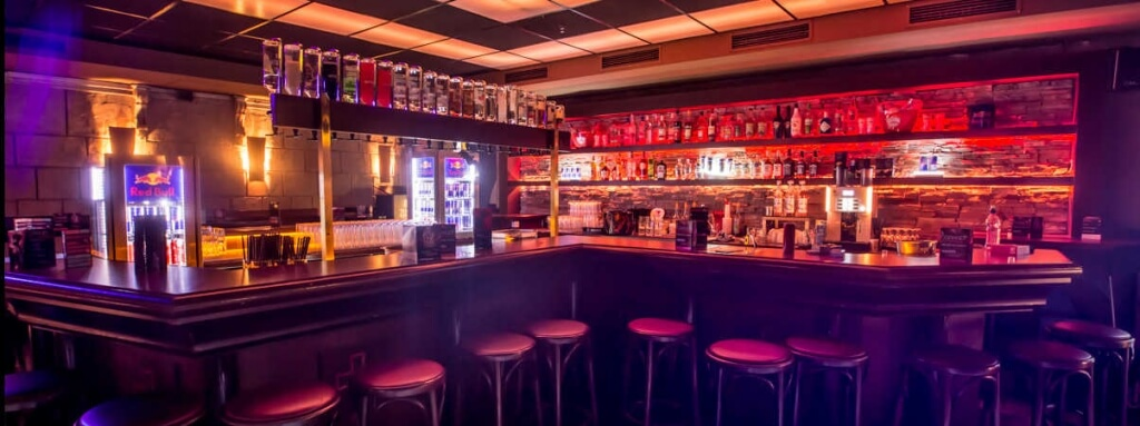PLAZA - COCKTAILBAR & CAFÈ